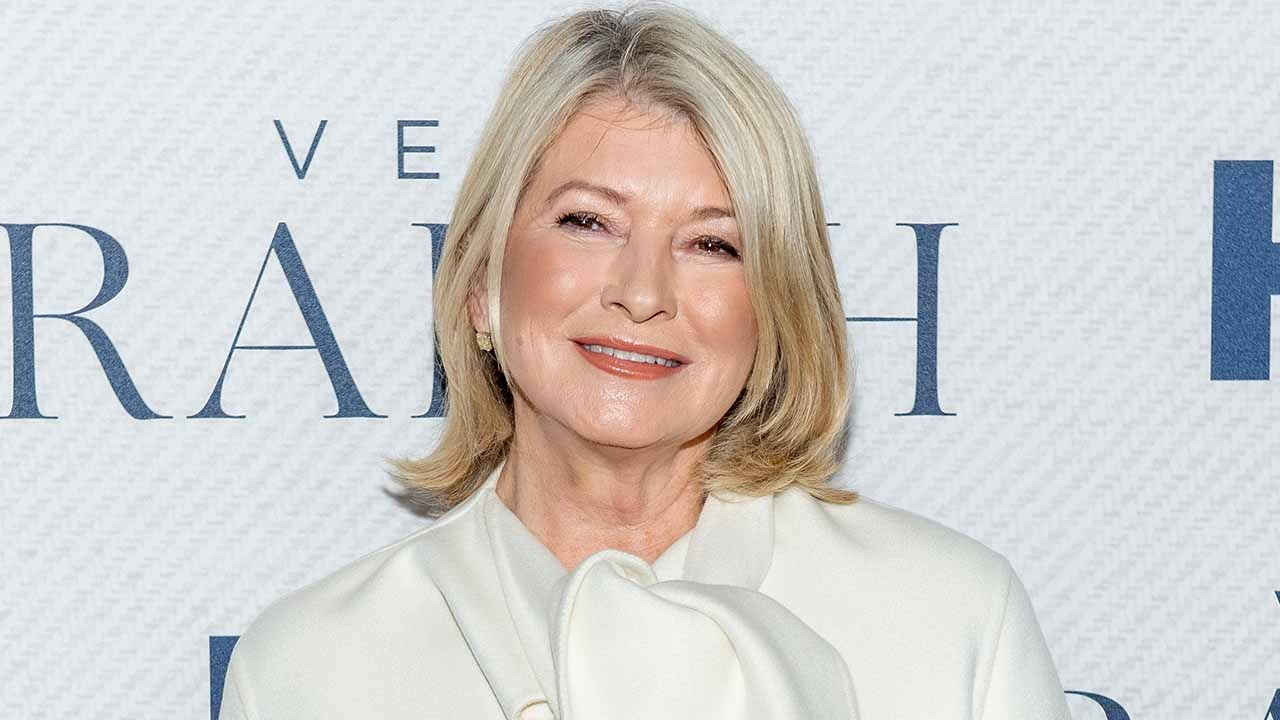 Martha Stewart Says Her Probation Officer Wouldn't Let Her Host SNL: 'I Was Pissed'
